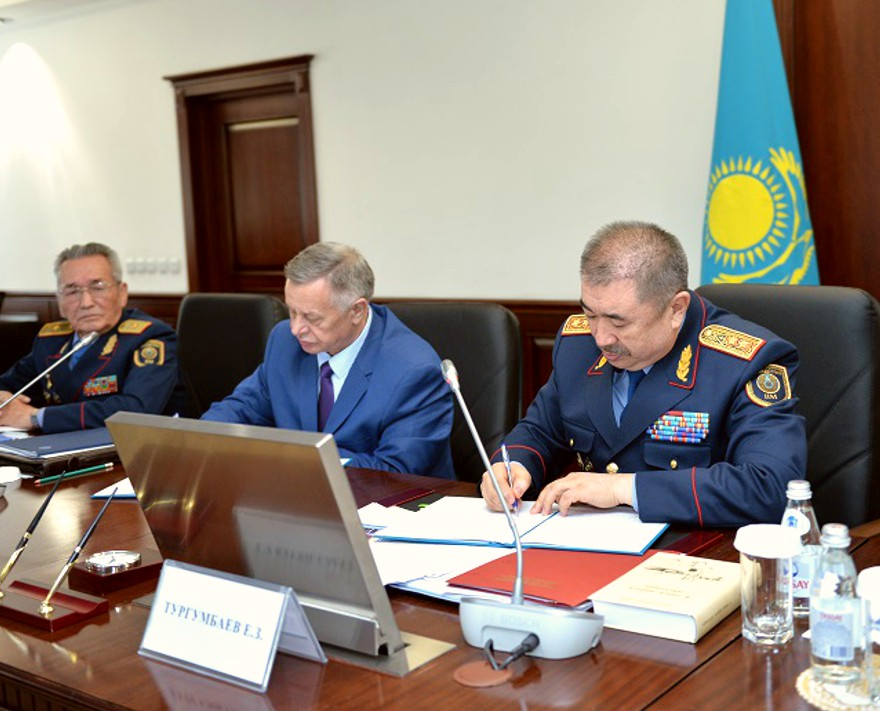Рабочая встреча Министра с представителями ЧОО-5_tb